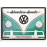 Nostalgic-Art Cartel de Chapa Retro VW – Bulli T1 – Adventure Awaits – Idea de Regalo de Furgoneta Volkswagen, metálico, Diseño Vintage, 15 x 20 cm